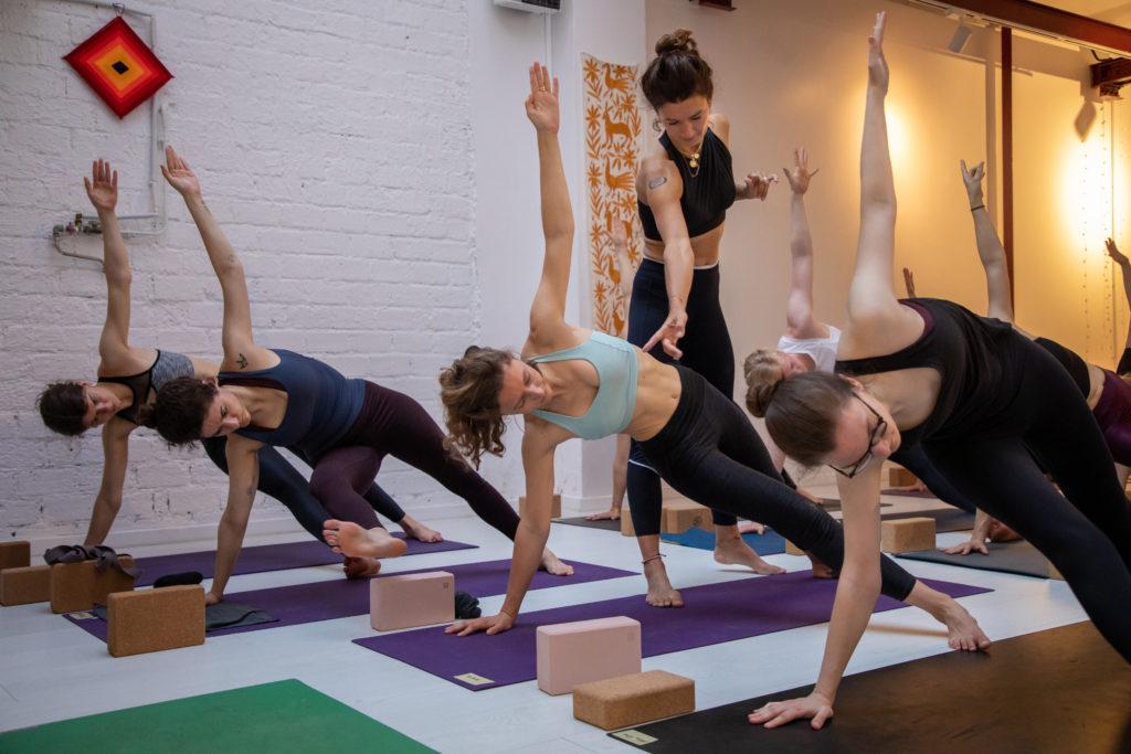 Avis à tous les yogis ! Après le succès de nos deux derniers YTT à Paris, nous sommes ravies de vous annoncer notre 3ème édition qui aura lieu du 10 au 24 Octobre à Paris chez Mayashala !